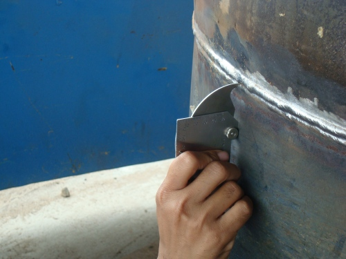 Measuring the excess weld metal using welding gauge