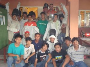 Des 2nd from R last row with his classmates in Heats School of Welding Technology, Inc.